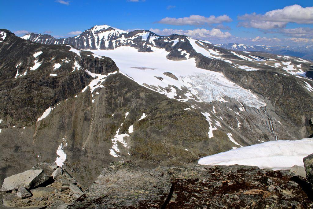Galdhøpiggen (2.469 moh) og Svellnosbrean sett fra Styggehøe.