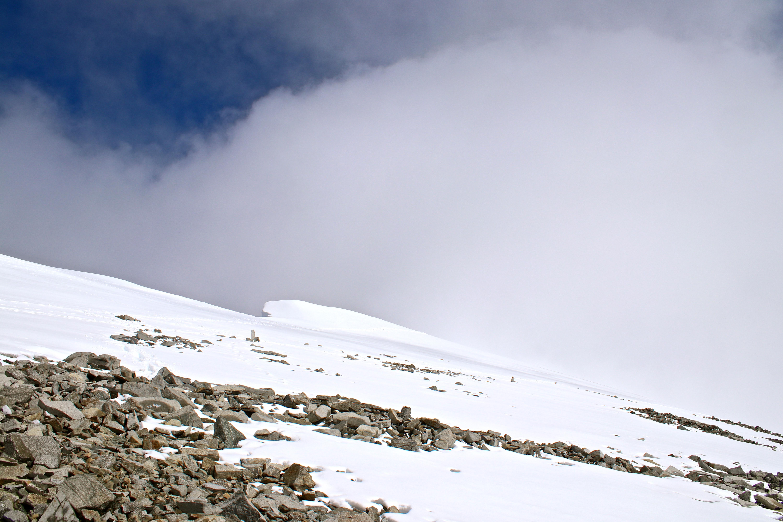 Toppen av Glittertinden (2.459 moh) på en overskyet sommerdag.
