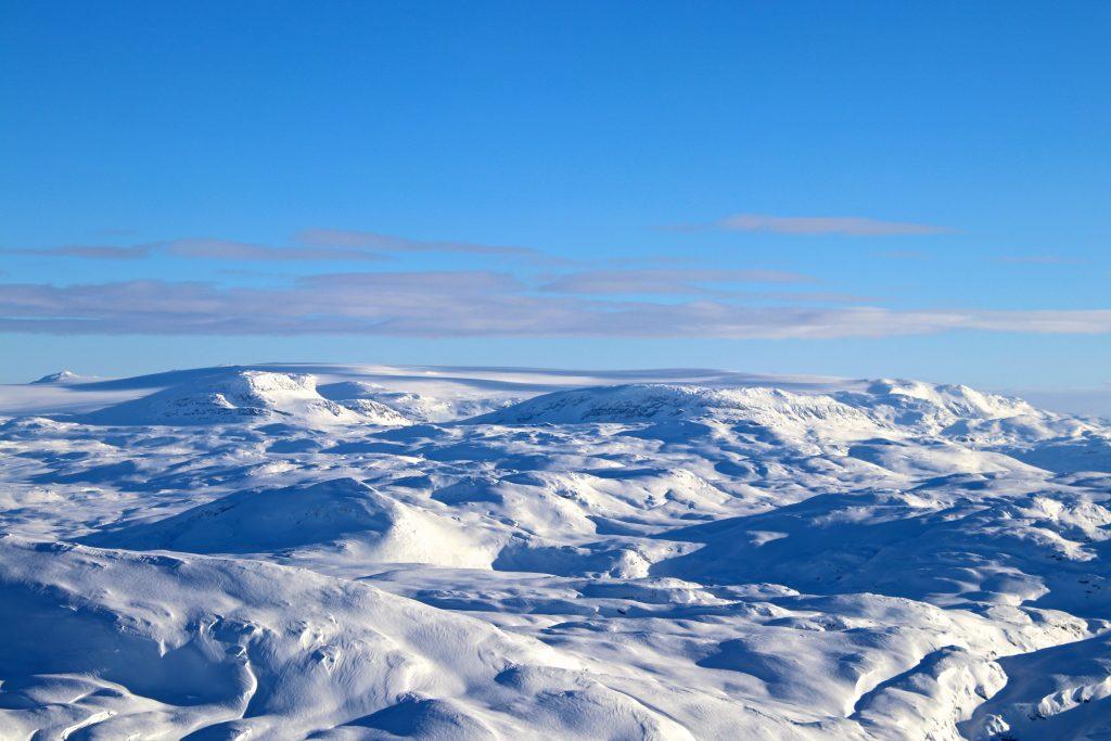Vassfjøra (1.633 moh) har et flott skue mot Hardangerjøkulen.