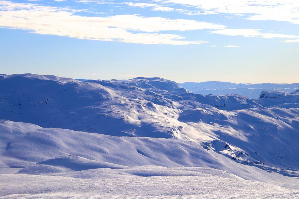 Det kjente turmålet Vassfjøro (1.633 moh) sett fra Fossadalsskavlen.