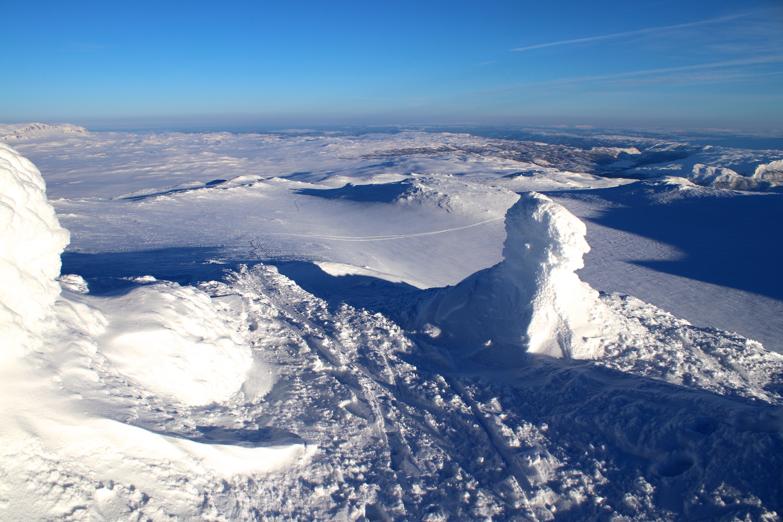 Fra toppen av Blåbergi (1.802 mot) er det vid utsikt, særlig østover.