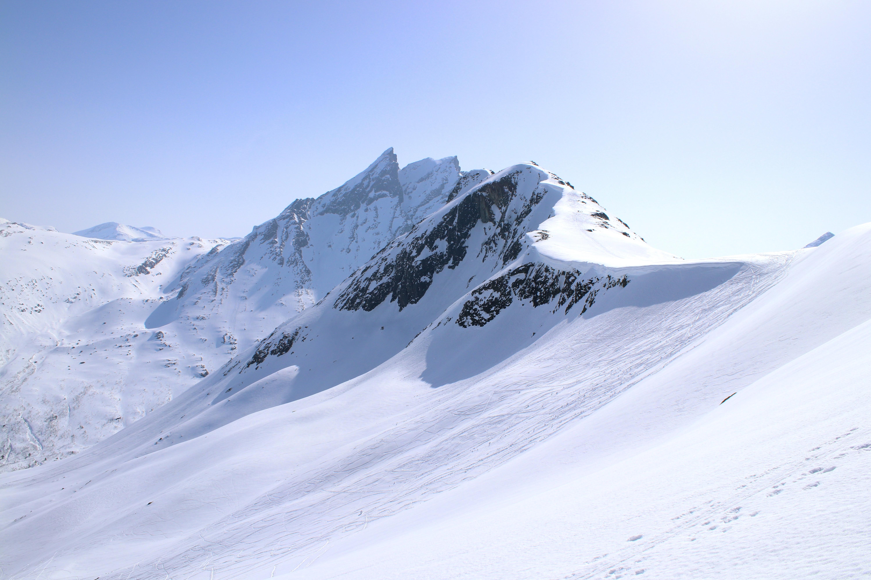 Blånebba er en flott skitopp midt blant Romsdalens villeste tinder.