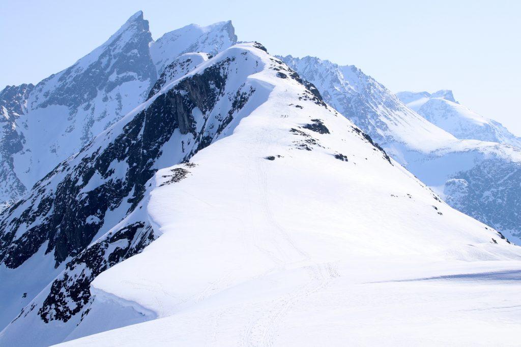 Fjellryggen opp mot Blånebba (1.230 moh).