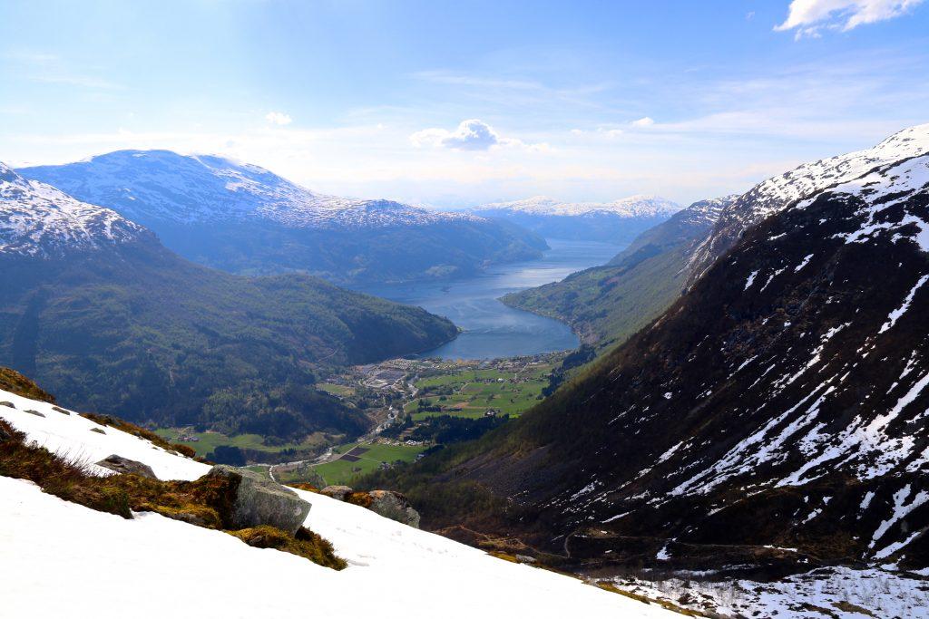 Under oppstigningen til Skåla har en fin utsikt mot Loen og Nordfjord.