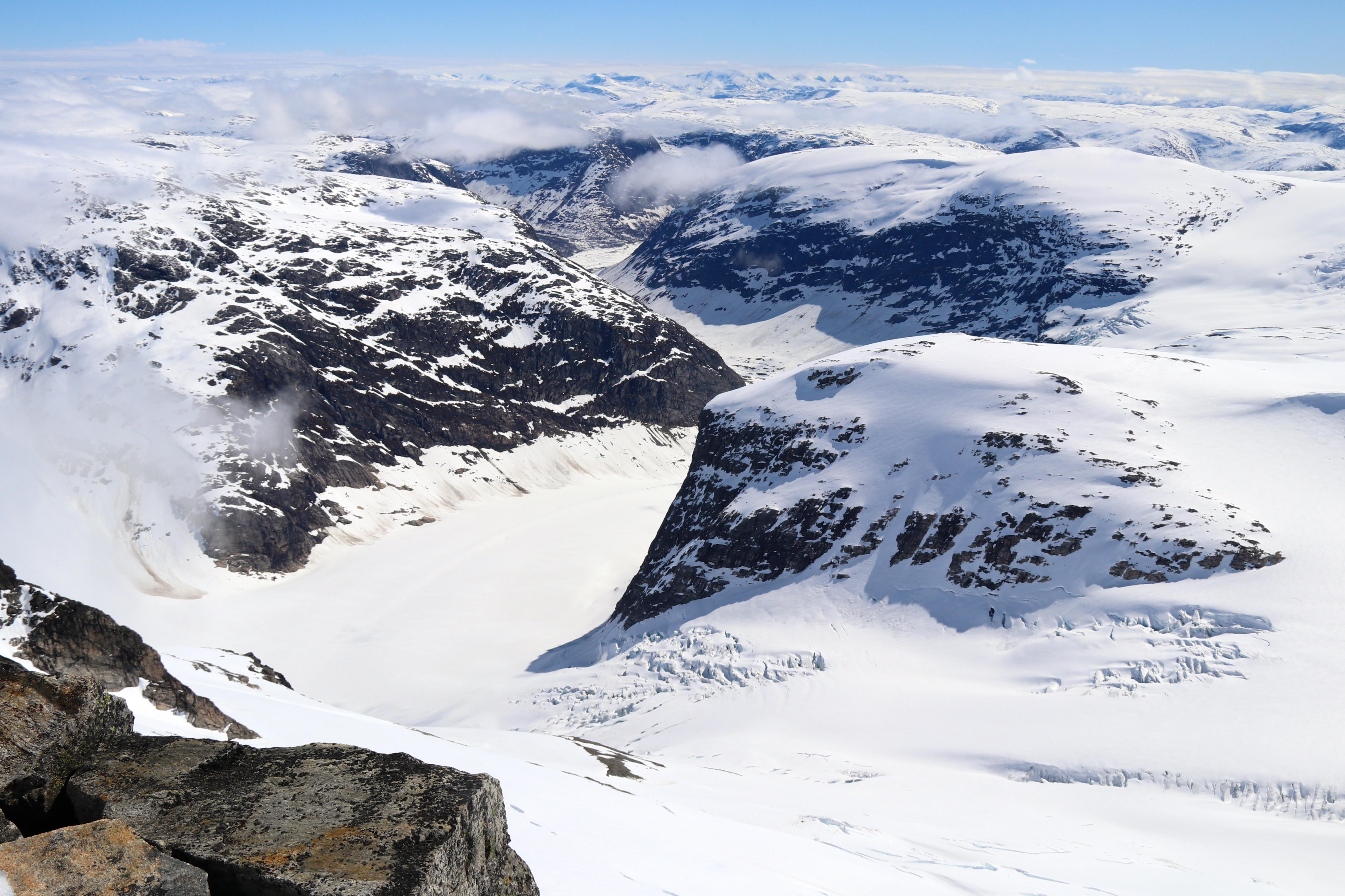 Brearmen Lodalsbreen og brefallet Småttene sett fra Lodalskåpa.