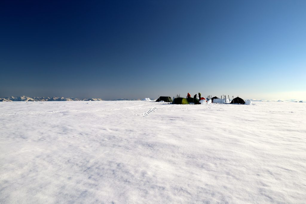 Siste campen på toppen av Ramnefjellet med flott utsikt over Sunnmørsalper, Jostedalsbreen og Jotunheimen.