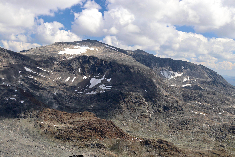 Surtningssue (2.368 moh) sett fra Vestre Memurutindan.