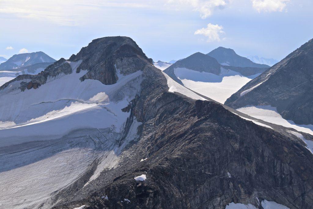 Nordøst-ryggen opp til Austre Memurutinden sett fra Søre Veotinden.