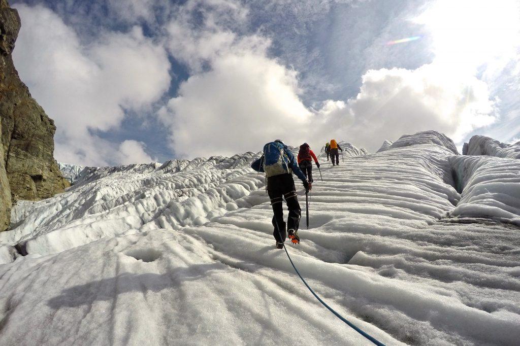 Brevandring i isen på Botnabreen.