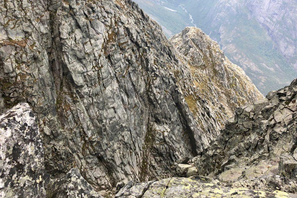Det stuper bratt ned fra toppen av Gygrastolen.