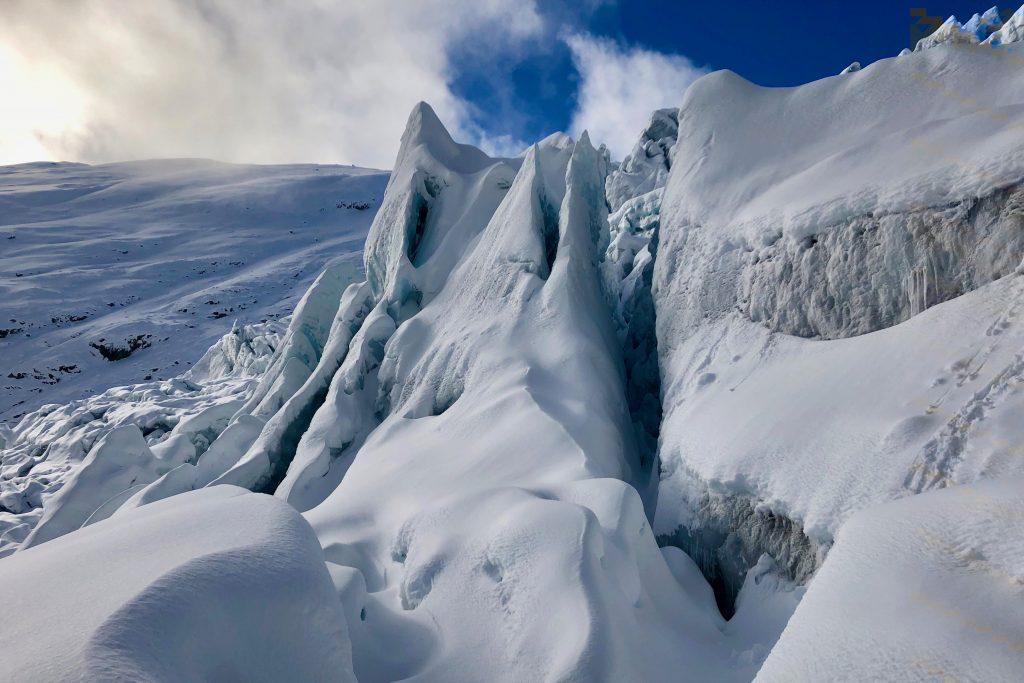 Tuftebreen er en av Jostedalsbreens brearmer som strekker seg mot øst og Jostedalen.