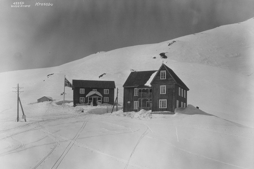 Krossbu Turiststasjon i 1935. Foto: Wilse, Anders Beer; Norsk Folkemuseum