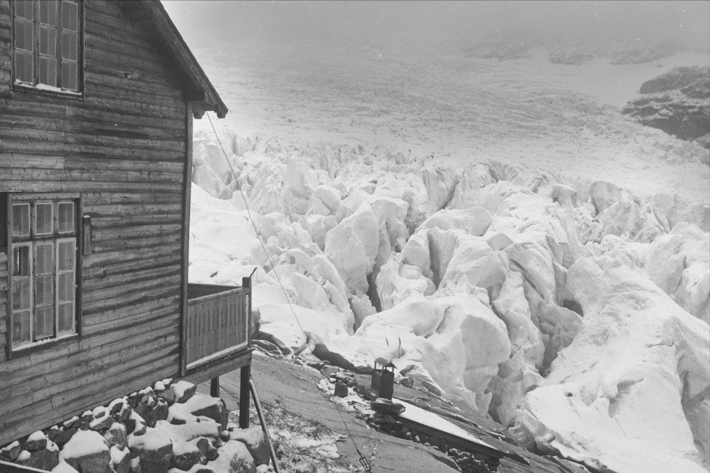 Demmevasshytta i 1908. Foto: Wilse, Anders Beer; Norsk Folkemuseum