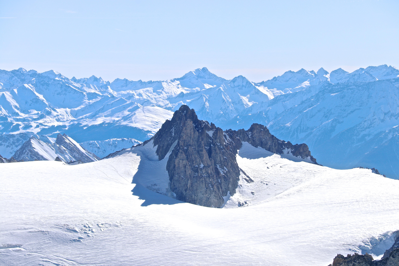 Aiguilles Marbrées (3.535 moh) sett fra Aiguille du Midi.