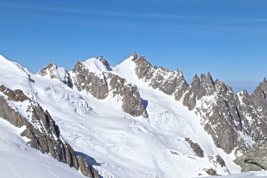Midi-Plan traversen mellom Aiguille du Midi og Aiguille du Plan (3.673 moh). Vallée Blanche i forgrunnen.