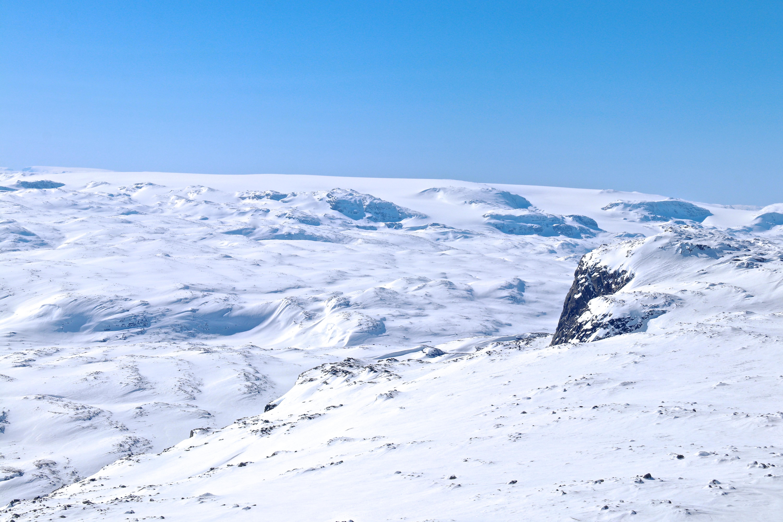 Utsikt fra Folarskardnuten (1.901 moh) vestover mot Hardangerjøkulen.