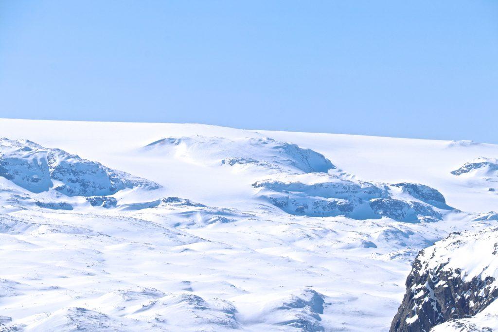 Hardangerjøkulens høyeste punkt (1.861 moh) er godt synlig fra Folarskardnuten.