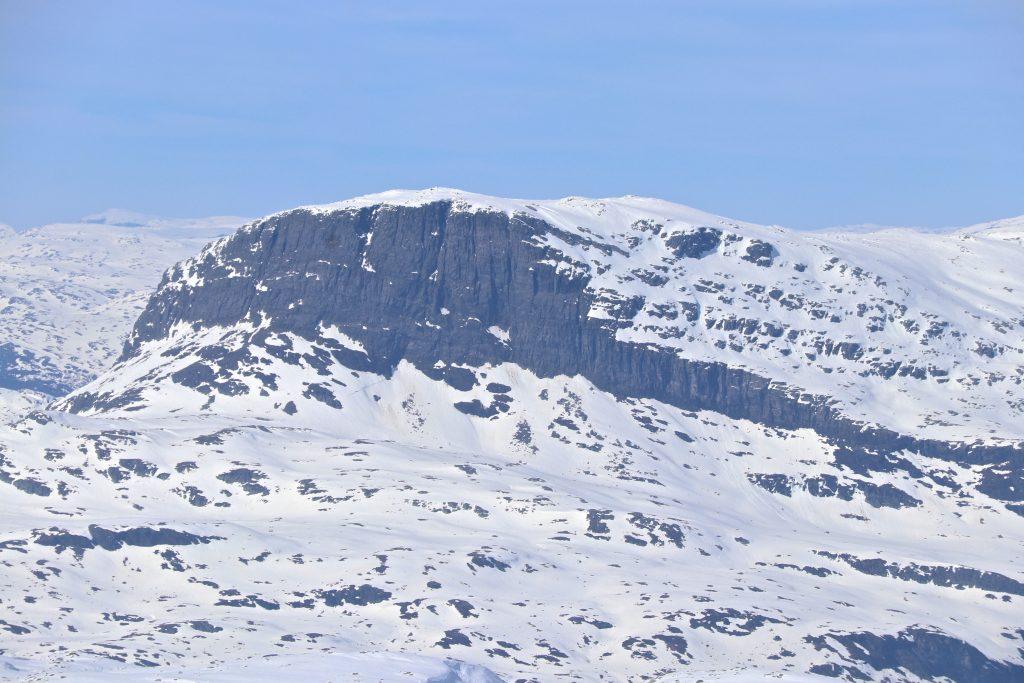 Vassfjøro (1.633 moh) sett fra toppen av Onen (1.620 moh).