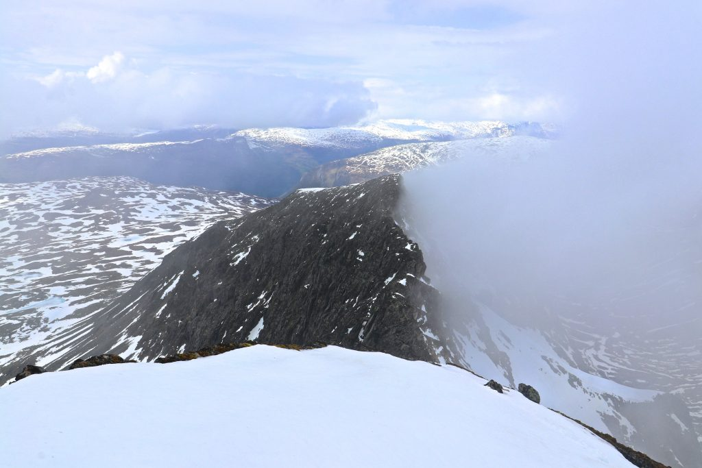 Ryggen mellom Lauvnostinden og Nørdre Soleibotntind.