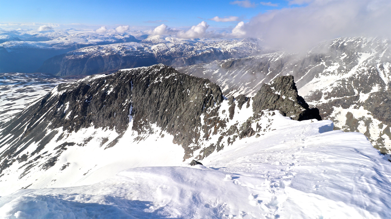 Soleibotntind-traversen sett fra toppen av Store Soleibotntinden (2.083 moh).