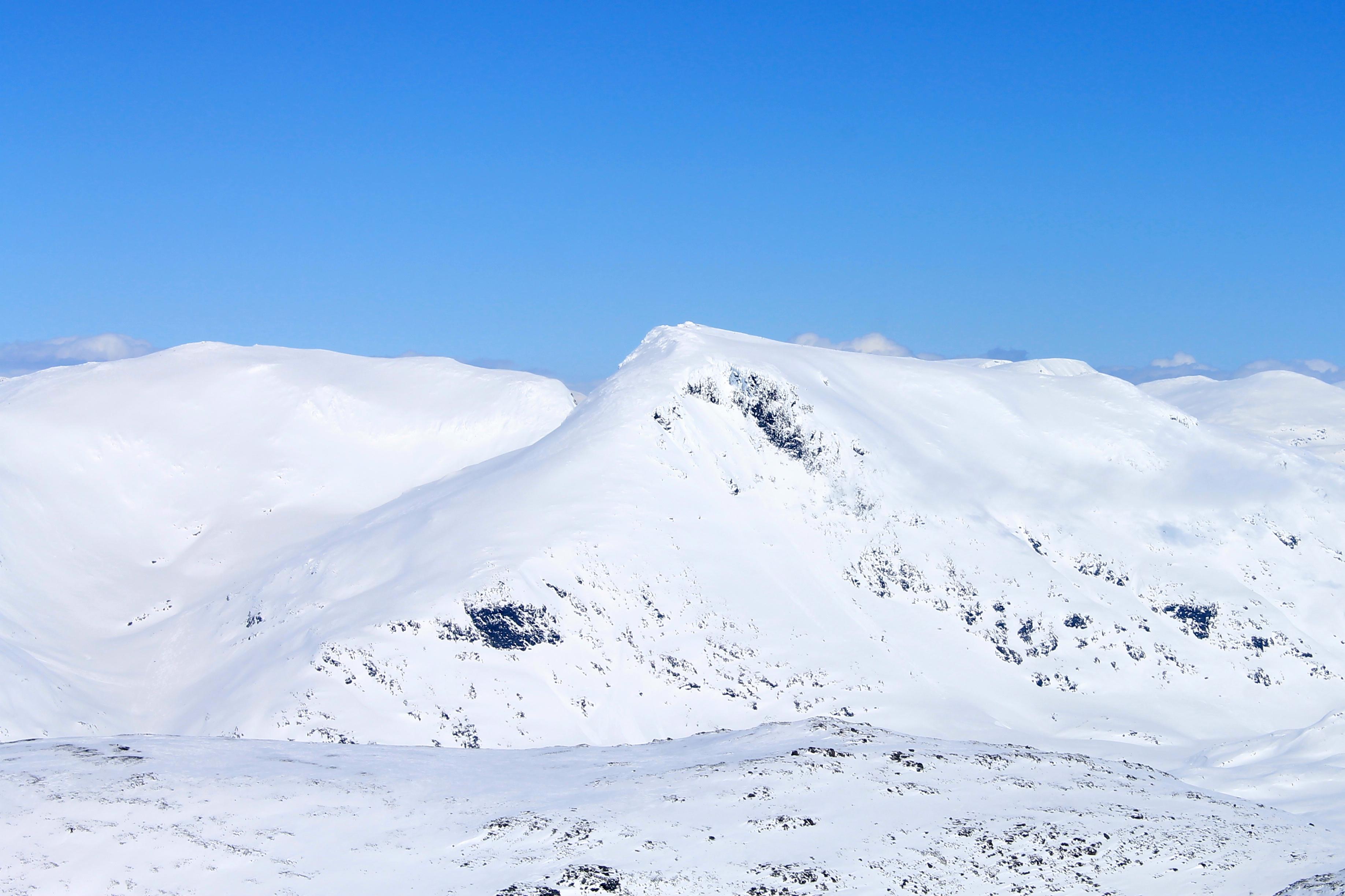 Fannaråki (2.068 moh) sett fra Dyrhaugstinden i Hurrungane.