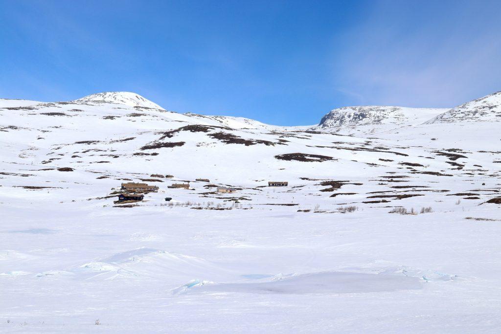 Oppstigningen til Ranastongi starter fra Vabuleino. En må ta seg inn hit på ski omtrent 4 km når veien inn er stengt.