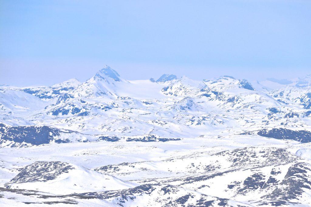 Utsikt mot Jotunheimen fra Ranastongi. Uranostinden, Uranosbreen, Sagi og Langeskavlen er blant tindene i bildet.