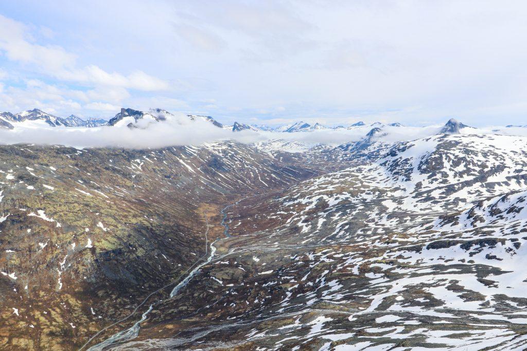 Leirdalen mot Leirvassbu sett fra toppen av Skagsnebb.