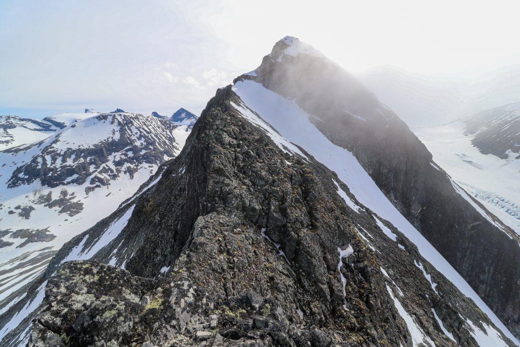 Skagsnebb (2.003 moh) er en flott tind i Leirdalen.