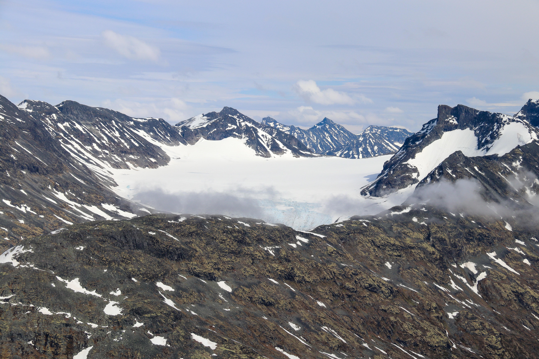 Søre Illåbrean omgitt av Bukkeholstinder og Tverrbottinder.