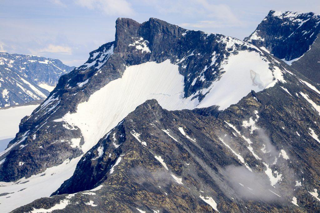 Vestre Tverrbottinden (2.113 moh) sett fra Skagsnebb.
