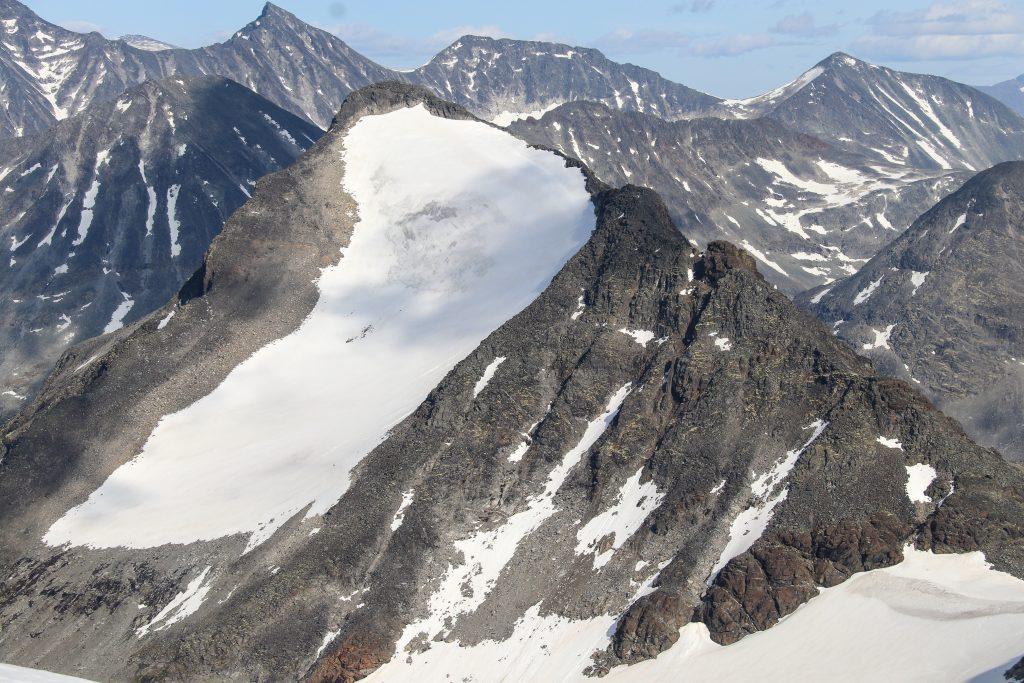 Tverrbytthornet (2.102 moh) sett fra nord.