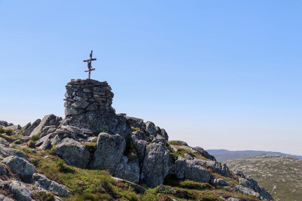 Toppvarden på Fløyen (766 moh) i Høyanger.