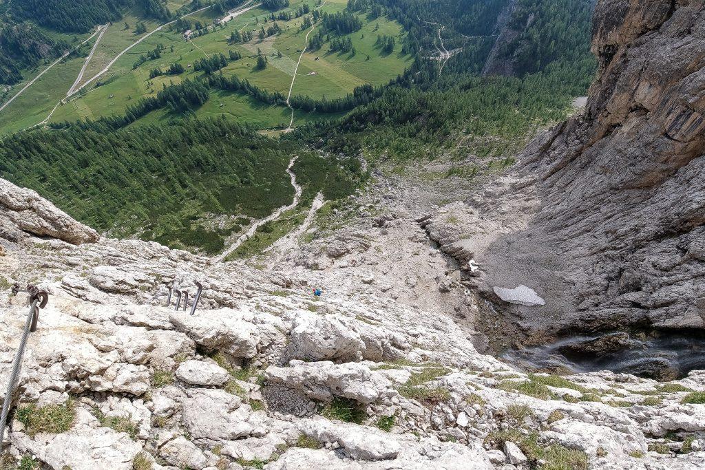 Luftig parti på Via Ferrata Brigata Tridentina i den øvre delen av ruten.