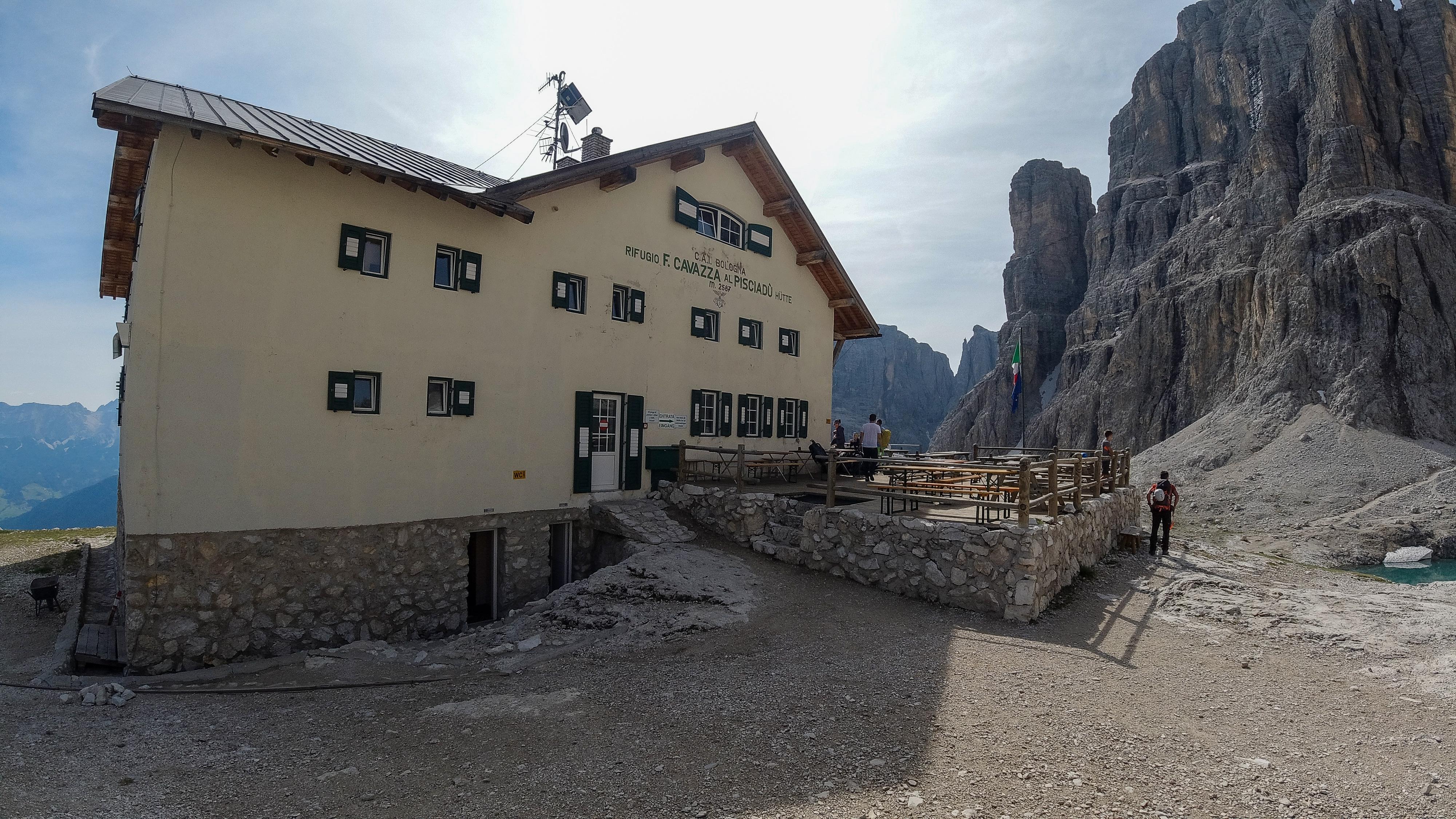 Via Ferrata ruten Brigata Tridentina kombineres gjerne med et besøk innom turisthytten Refugio Cavazza al Pisciadù.