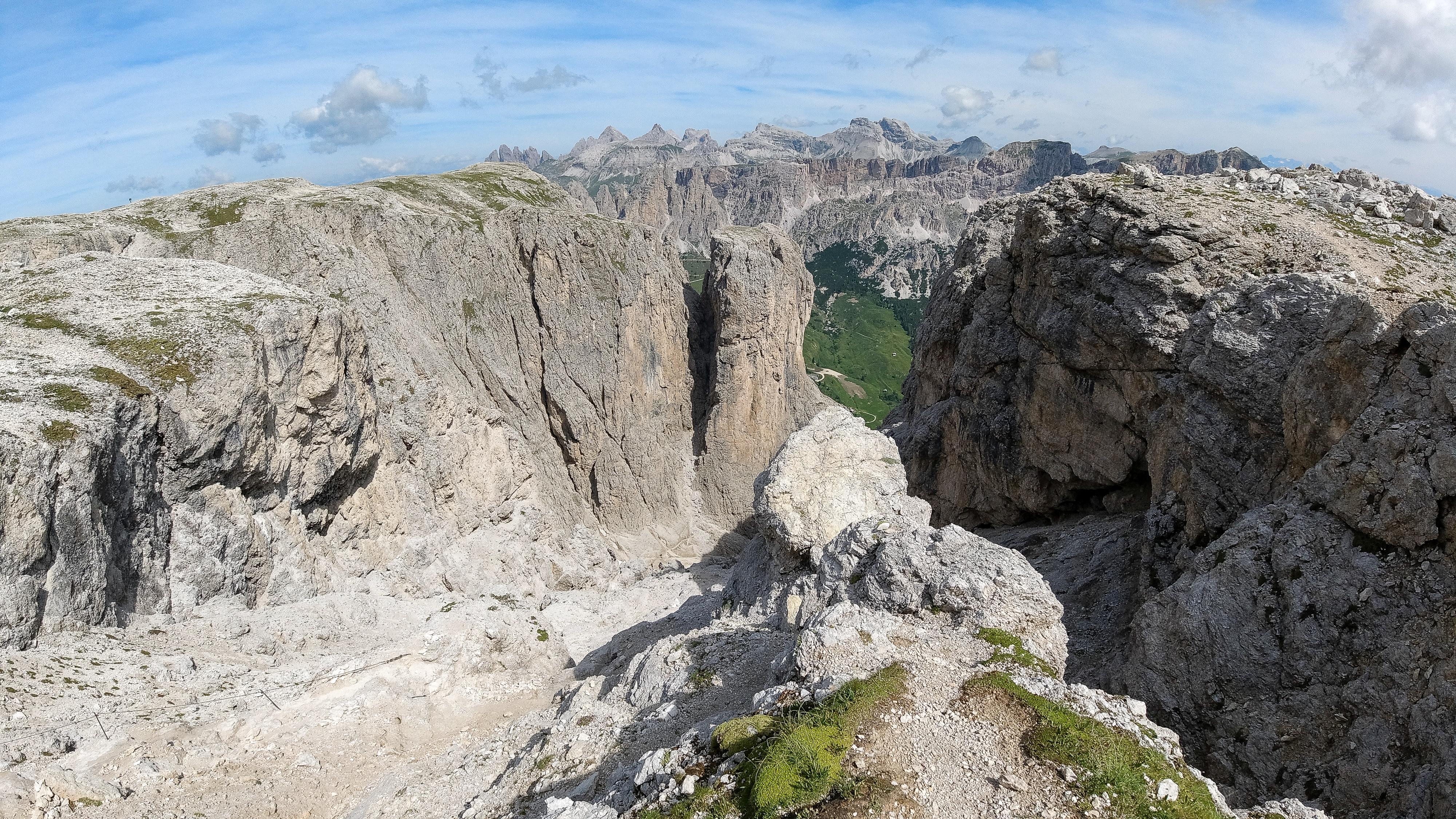 Nedstigning følger normalt ruten gjennom Val Setus.
