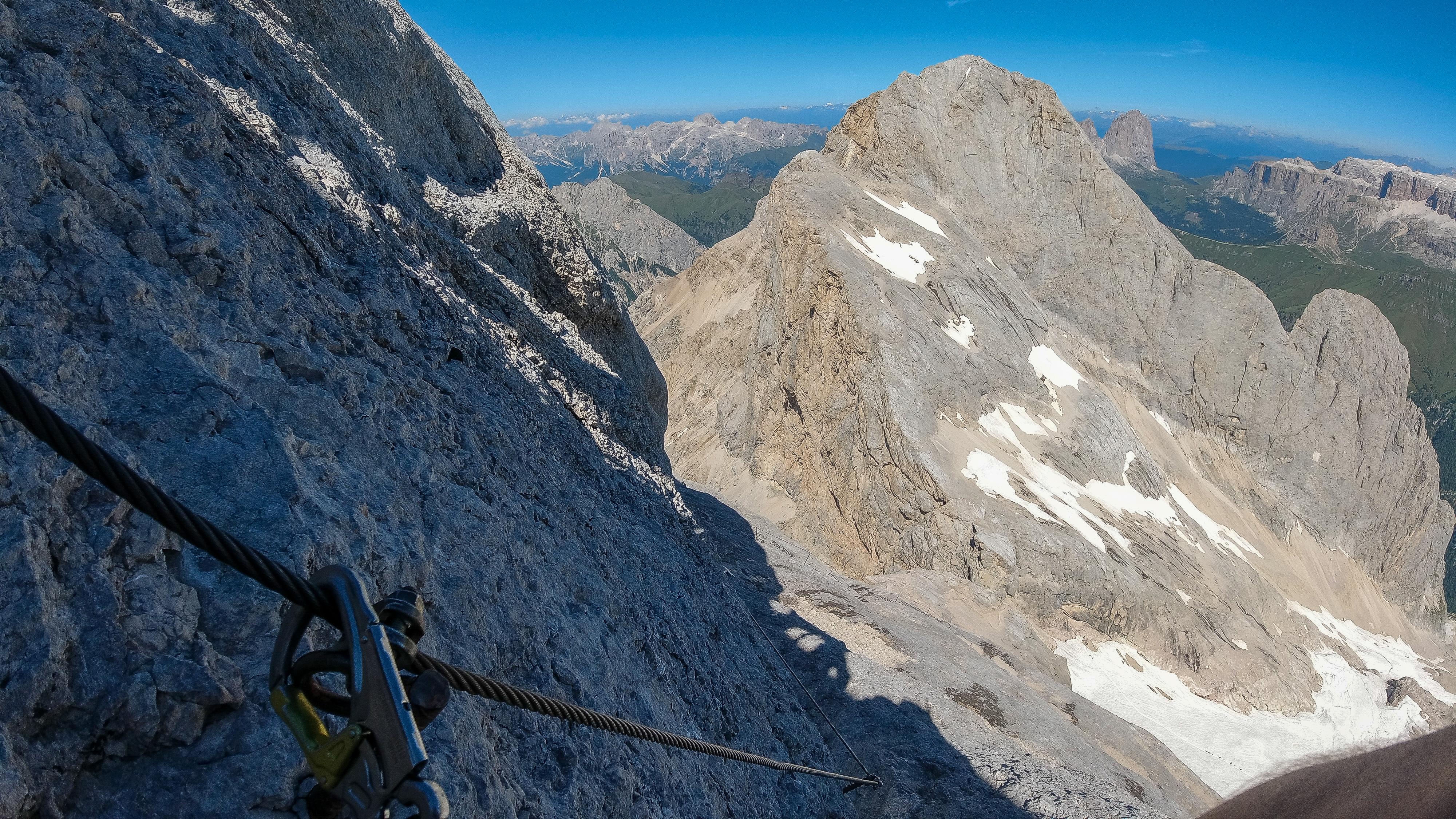 Via Ferrataruten opp vestryggen til Marmolada og Punta Penia (3.343 moh).