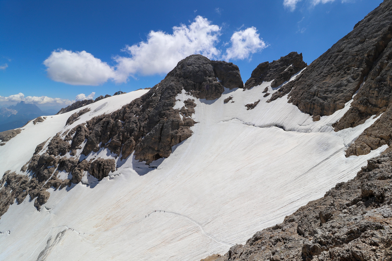 Ghiacciaio della Marmolada er den siste gjenværende  bre i Dolomittene og ligger i fjellmassivet Marmolada.