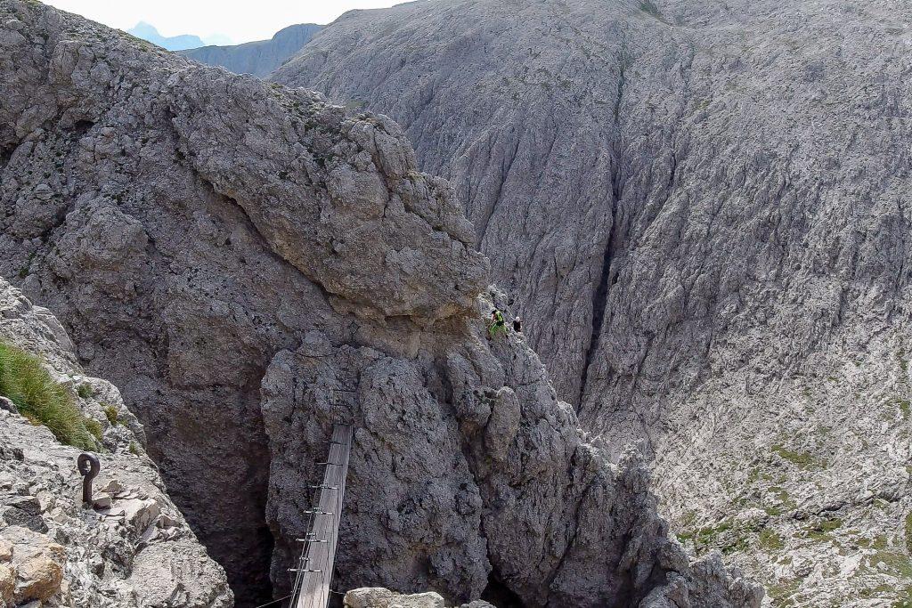 Utsikt mot Torre Exner og hengebroen over til Pisciaduú platået.
