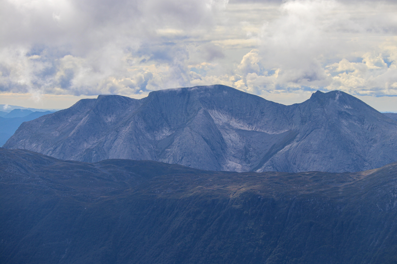 Ulvanosa (1.246 moh) ved Uskedalen er en av de fineste toppturene i Rosendalsalpene.