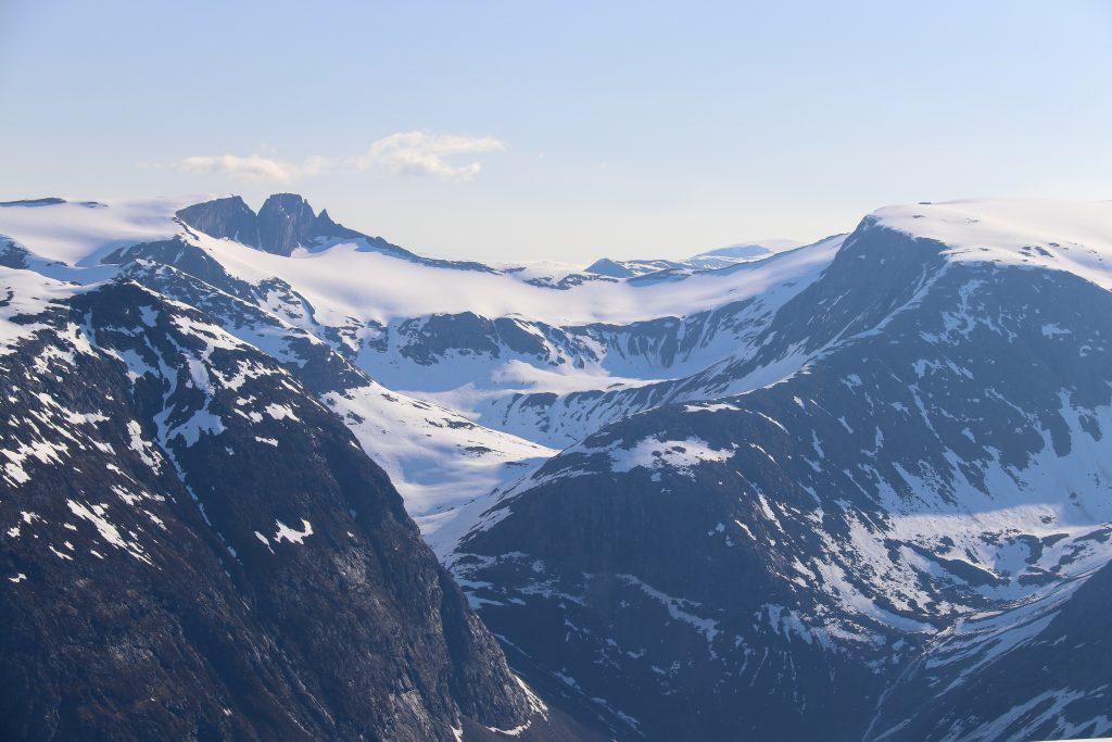 Fjellryggen mellom Tindefjella og Bings Brekuppel (1.890 moh).