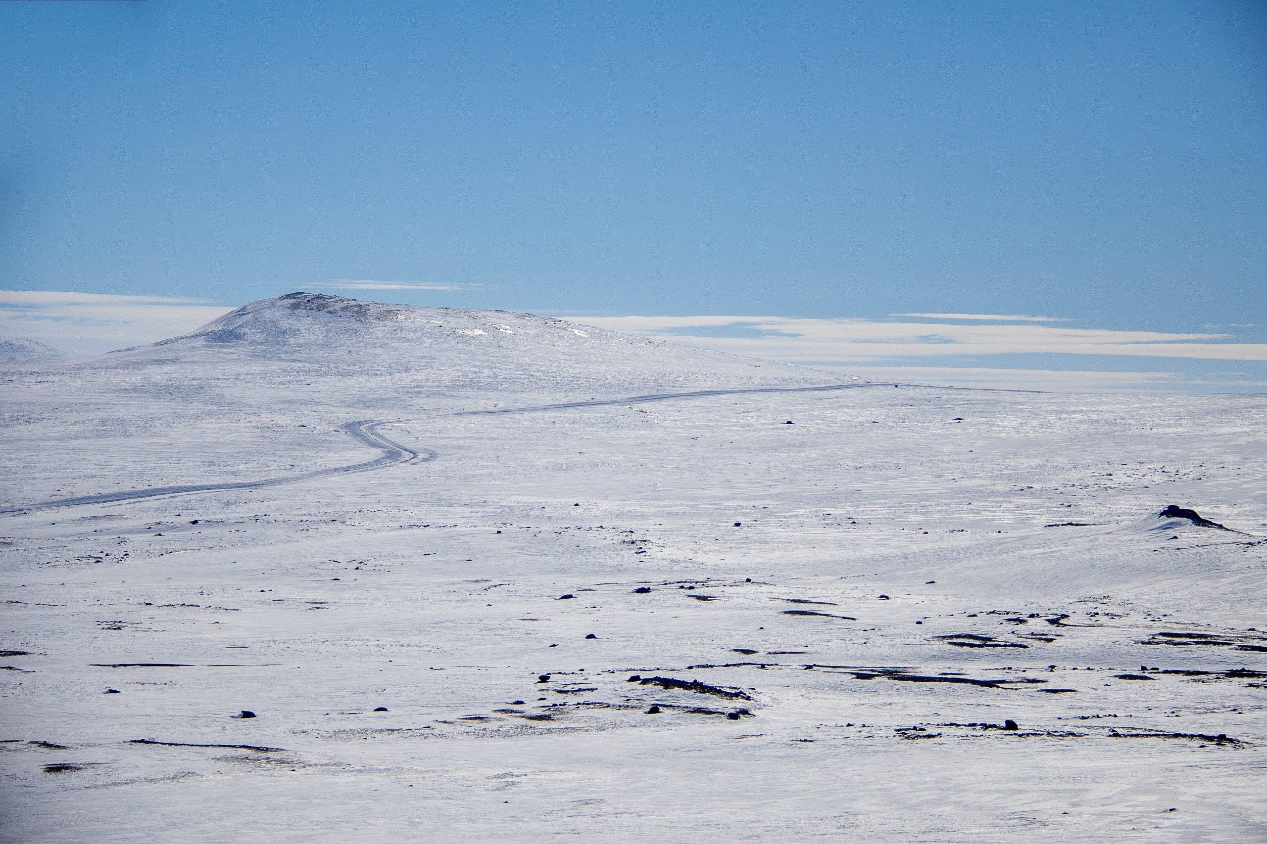 Fjellovergangen Valdresflye er et populært og snøsikkert utgangspunkt for toppturer på ski i den øslige delen av Gjendealpene.