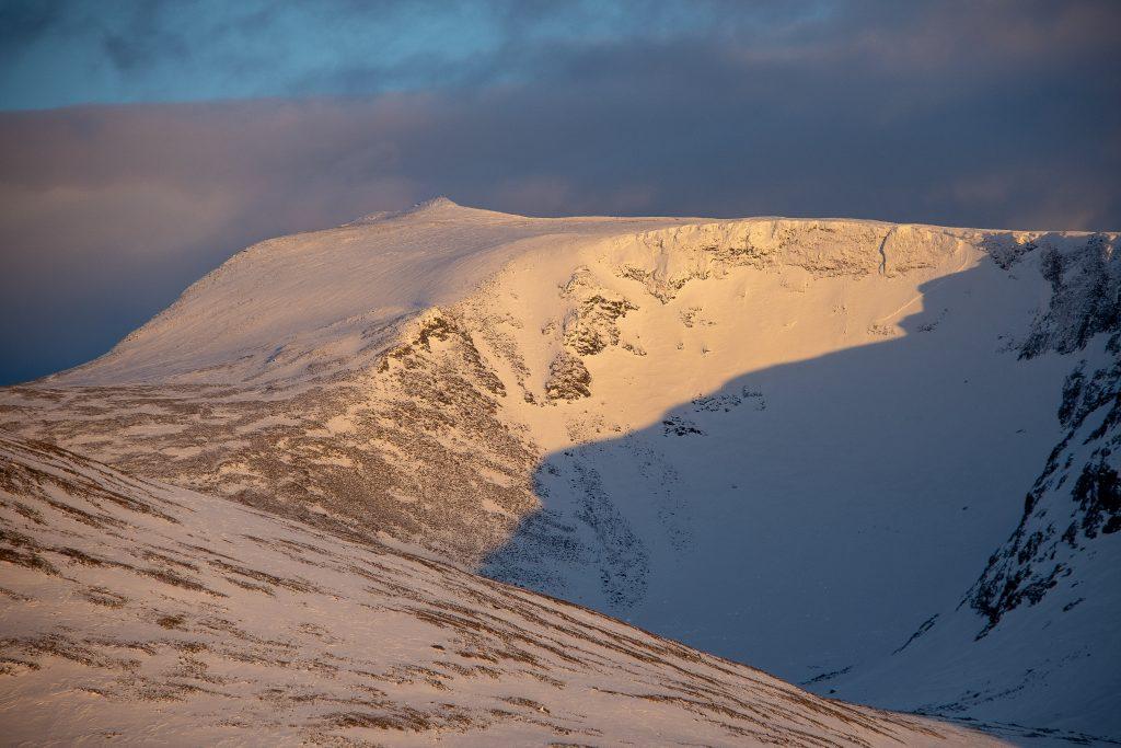 Trollsteinrundhøe (2.170 moh) sett fra Smiugjelholet.
