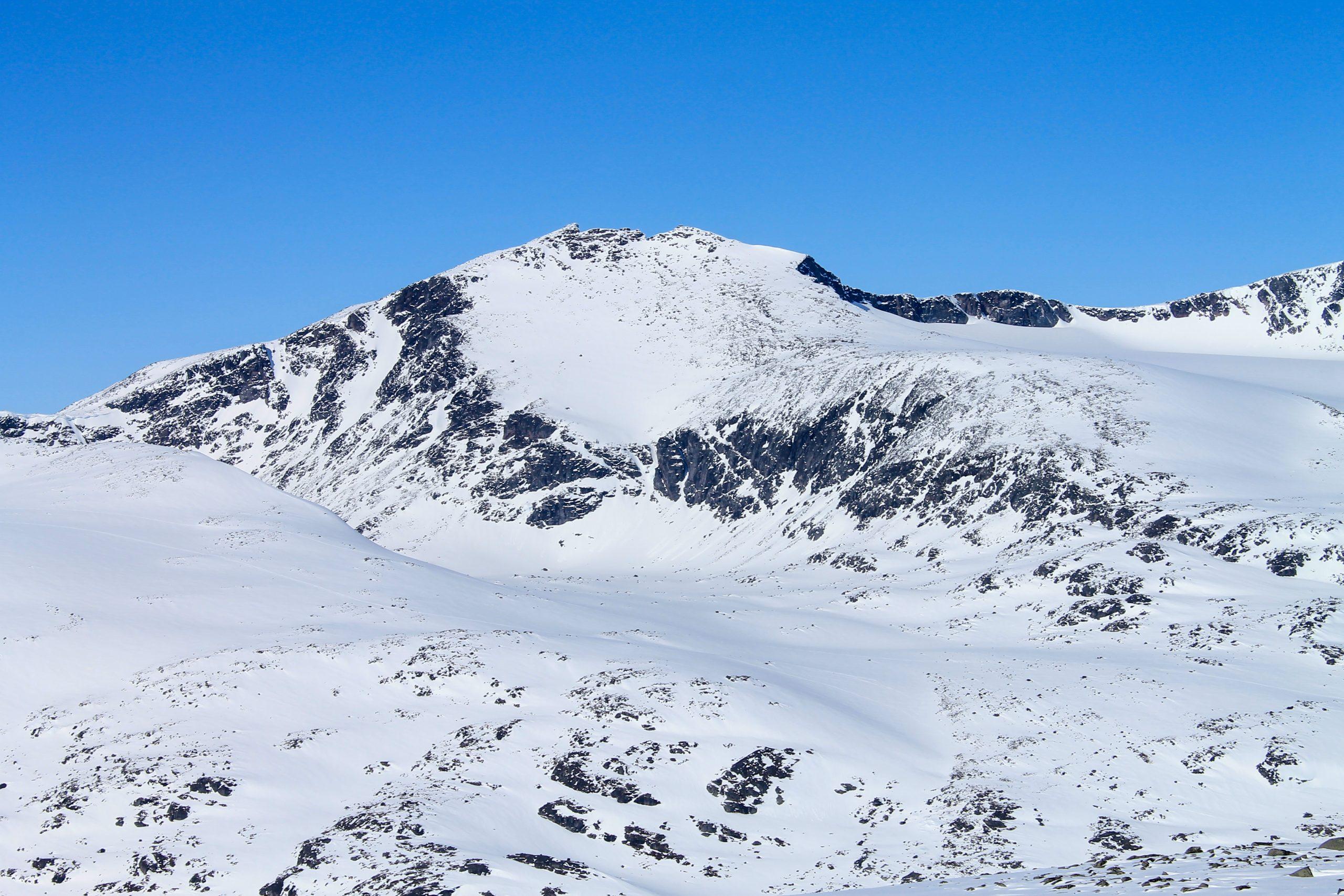 Tjønnholstinden og Steinflytinden (2.331 moh) sett fra Rasletinden.