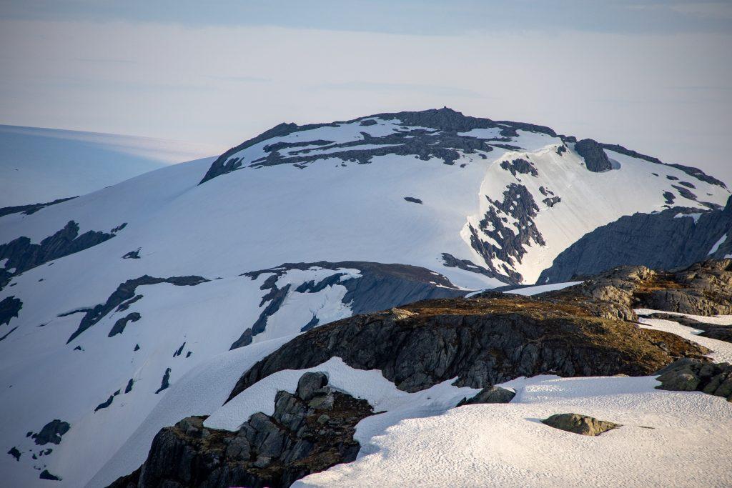 Torsnuten (1.572 moh) er det høyeste punktet utenfor breen på Folgefonnhalvøya.