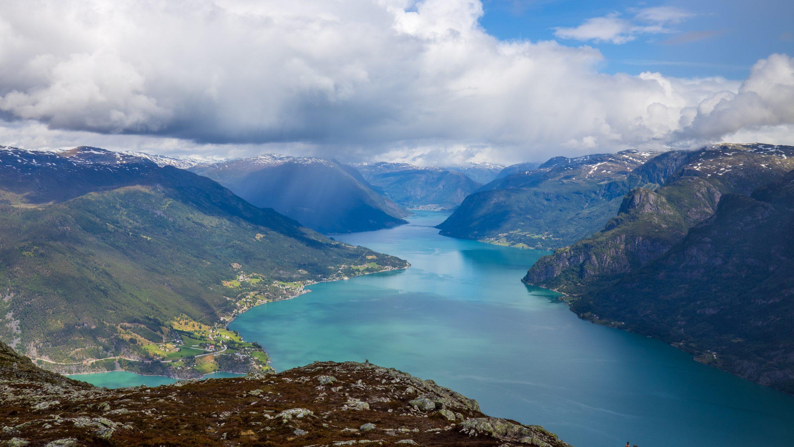 Utsikt fra Molden og inn mot Skjolden.