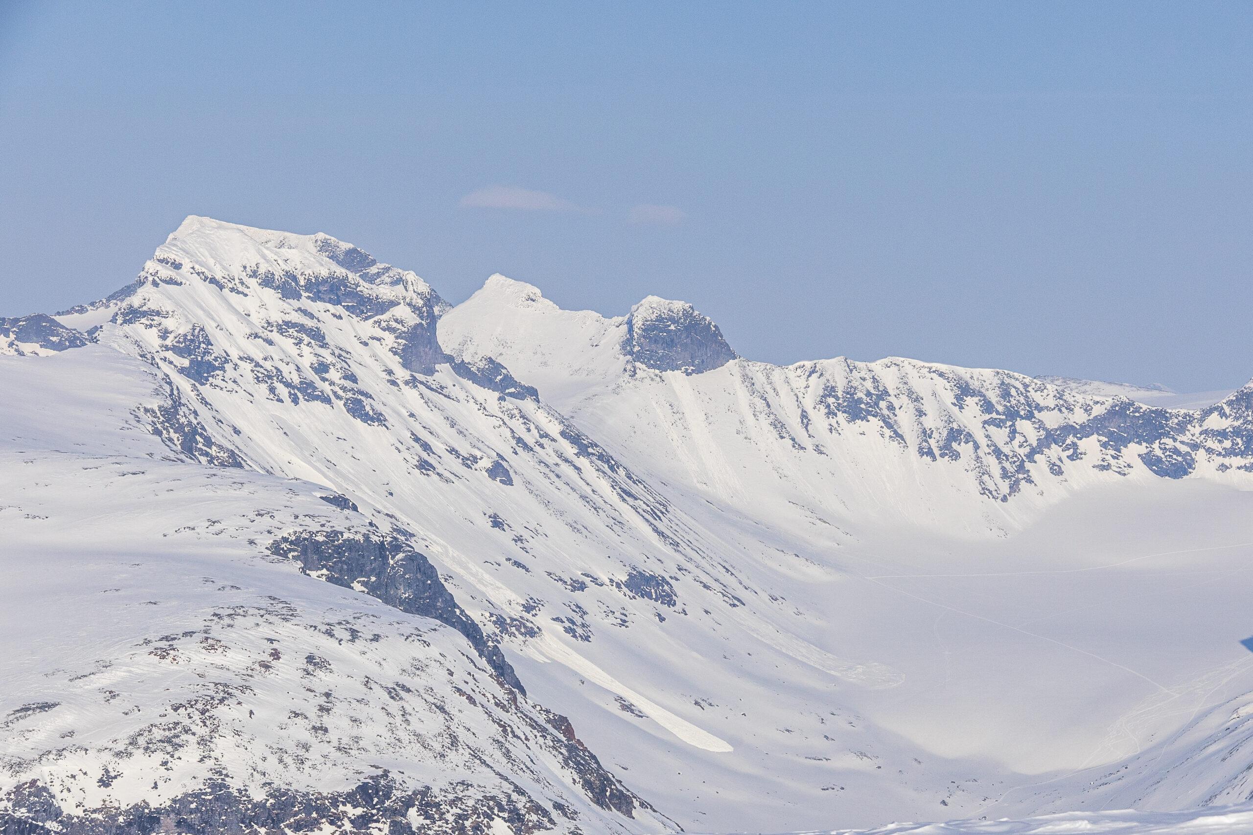 Sakrdstinden og Nørdre Illåbrean sett fra Loftet.