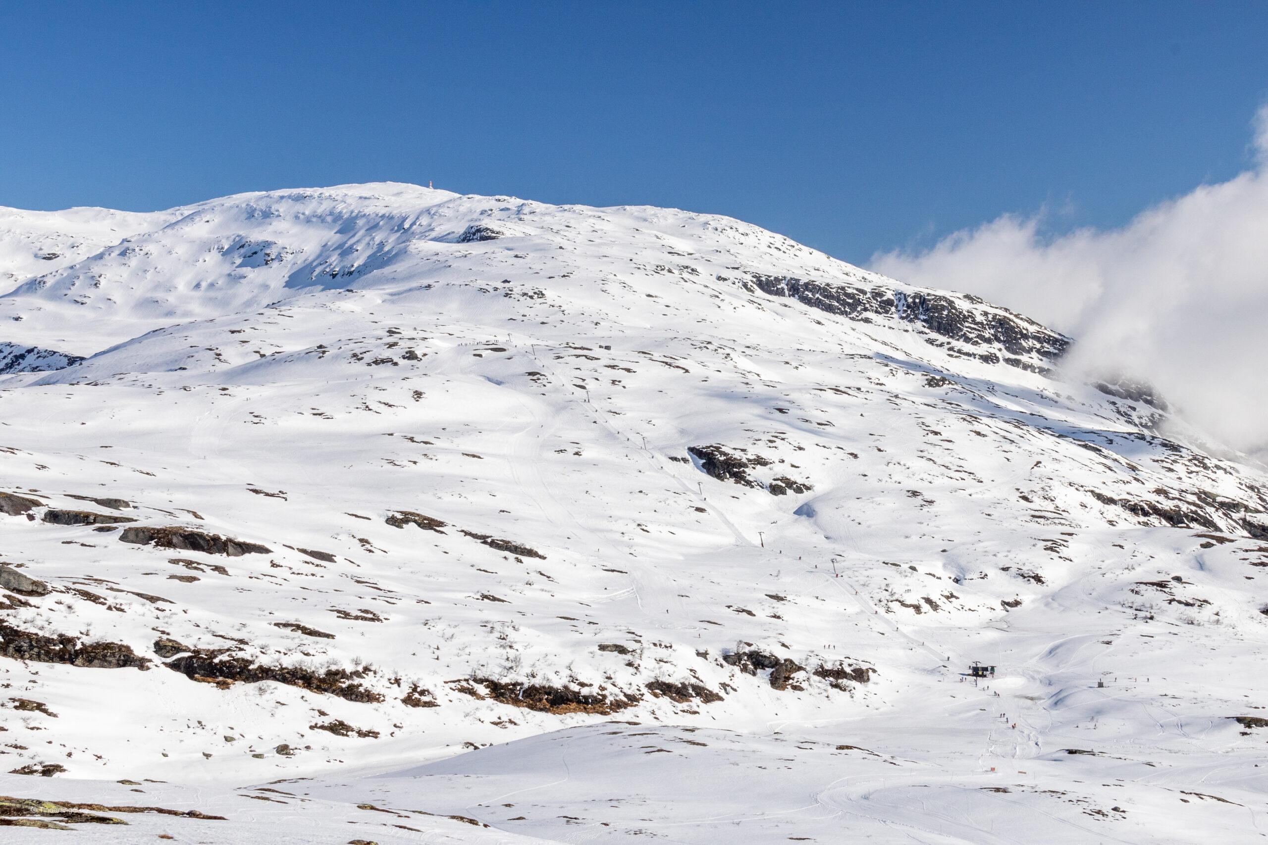 Lønahorgi og skiheisen Horgaletten sett fra Slettafjellet.