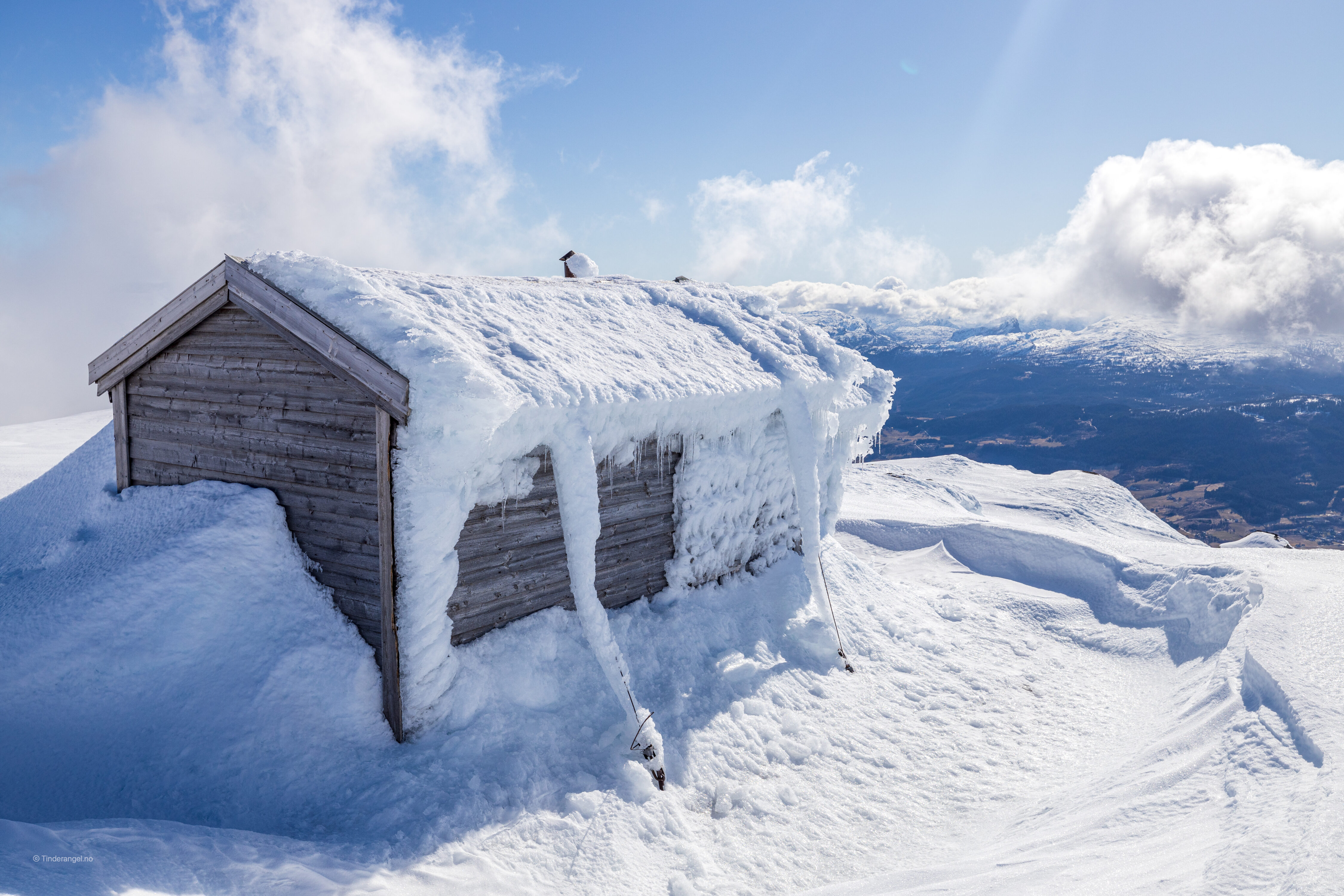 Kvilehytta på Lønahorgi er et fint utsiktspunkt mot skianlegget i Bavallen.