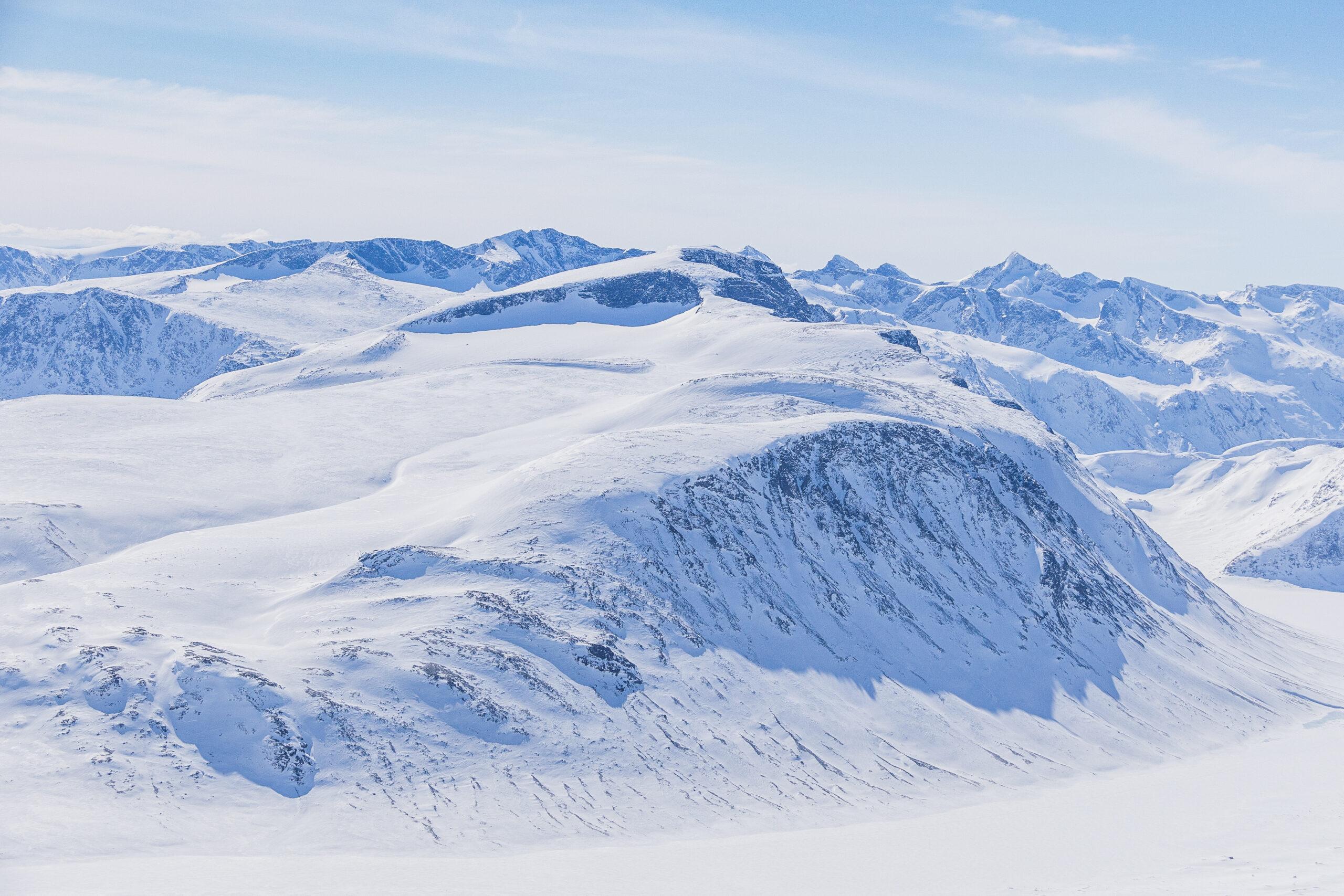 Besshøe (2.258 moh) sett fra Nautgardstinden.